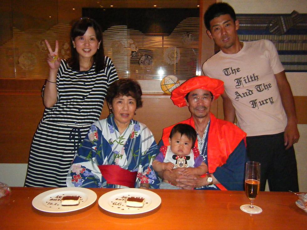 似顔絵ポエムで還暦祝いする家族